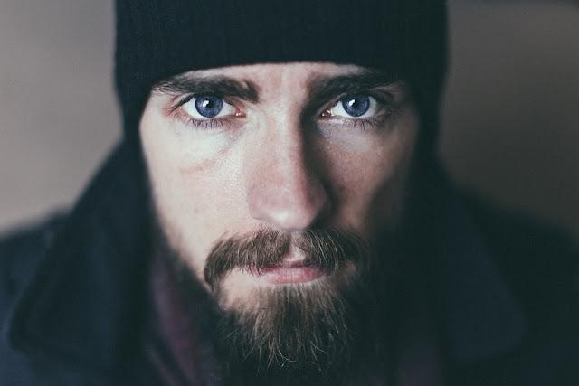 Por que as mulheres preferem homens de barba?