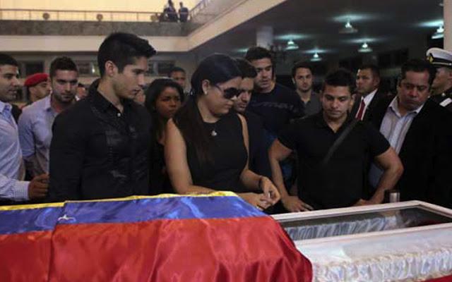 Omar Acedo llamó enfermo al Chyno Miranda por foto en la urna de Chavez