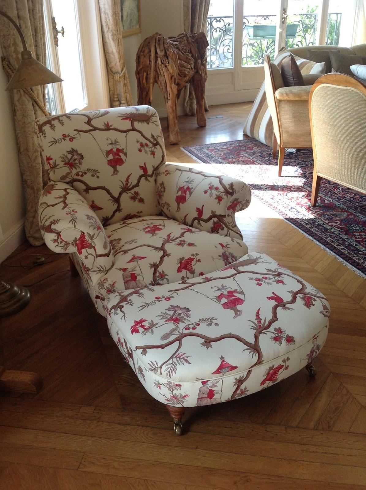 fauteuil anglais imprim table de lit. Black Bedroom Furniture Sets. Home Design Ideas