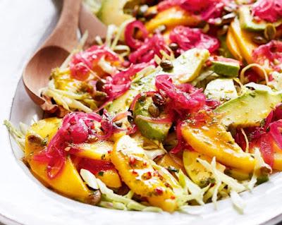 Salada de Manga e Abacate ao Molho de Coentro (vegana)