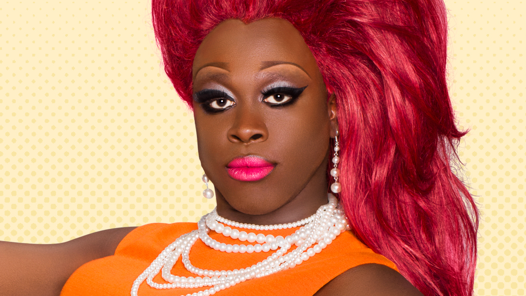 Bob substitui Katya como apresentadora, após a queen ter anunciado uma pausa na carreira de drag.