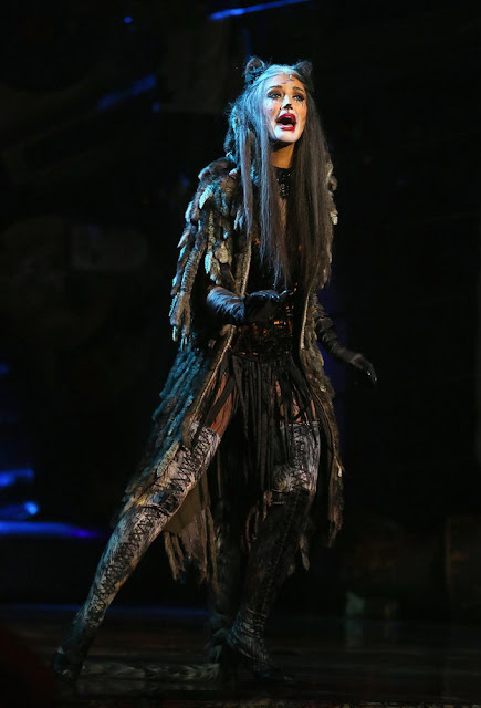 Actress, Singer, @ Delta Goodrem - Performing during the CATS media call - Melbourne, Australia