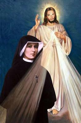 Santa Faustina delante de la Imagen de Jesus de la Misericordia.
