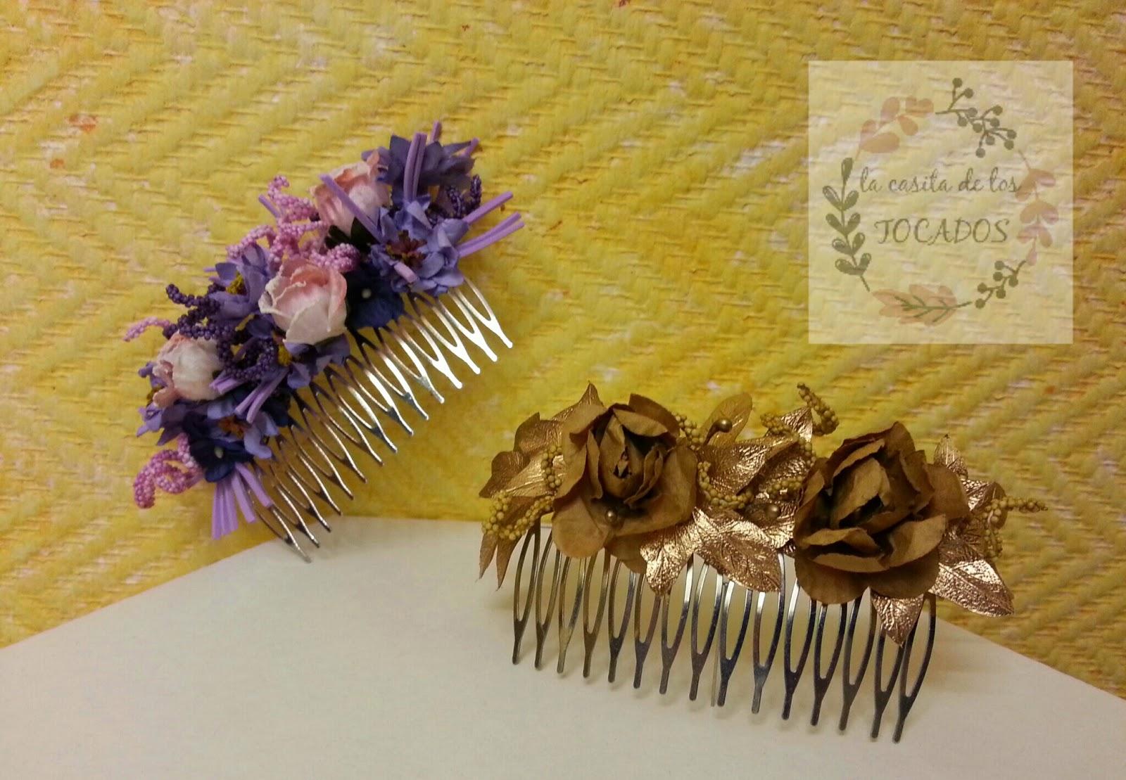 peinetas decoradas con florecillas en colores y formas variadas para utilizar como adorno del pelo para boda en especial para recogidos y moños