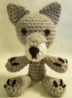 http://translate.google.es/translate?hl=es&sl=auto&tl=es&u=http%3A%2F%2Fwww.craftycattery.com%2F2008%2F08%2Fcrochet-pattern-amigurumi-wolf.html