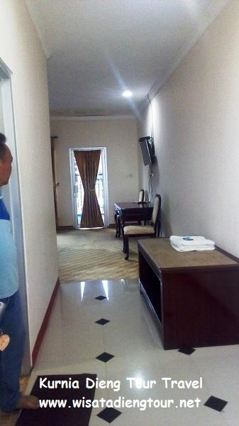 gambar kamar standar di hotel dqiano dieng