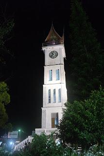 jam gadang di malam hari