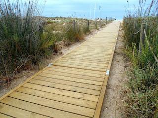 http://www.muno.es/productos/pasarelas-madera/pasarela-playa