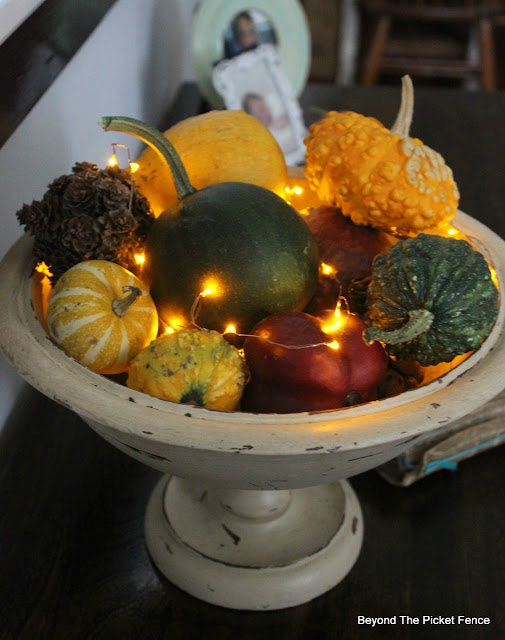fall centerpiece, gourds, twinkle lights, https://goo.gl/zxVDy0