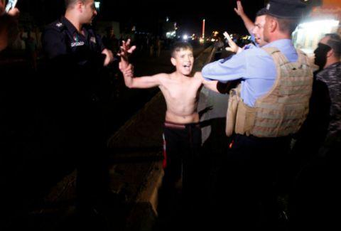 Αδιανόητη φρίκη: Βάζουν μικρά παιδιά να σκορπούν τον θάνατο! Σοκαριστικές στιγμές από την σύλληψη ανήλικου καμικάζι...