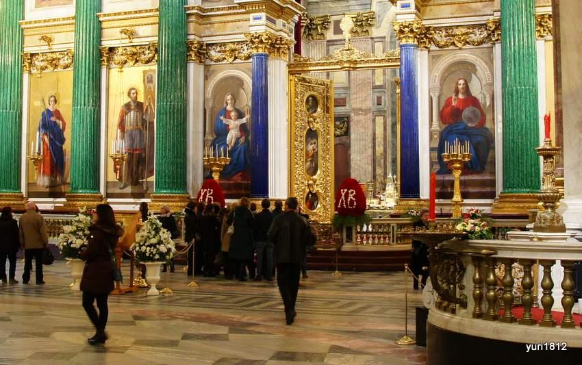 Малахитовые колонны главного иконостаса
