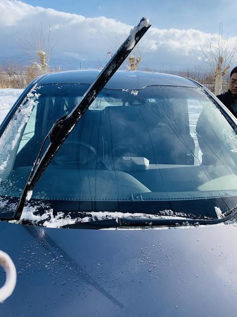 下雪時停車要把雨刷立起來