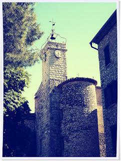 Tourrettes sur loup, Nice, ballade, médiéval, pierre, fontaine, grand mère