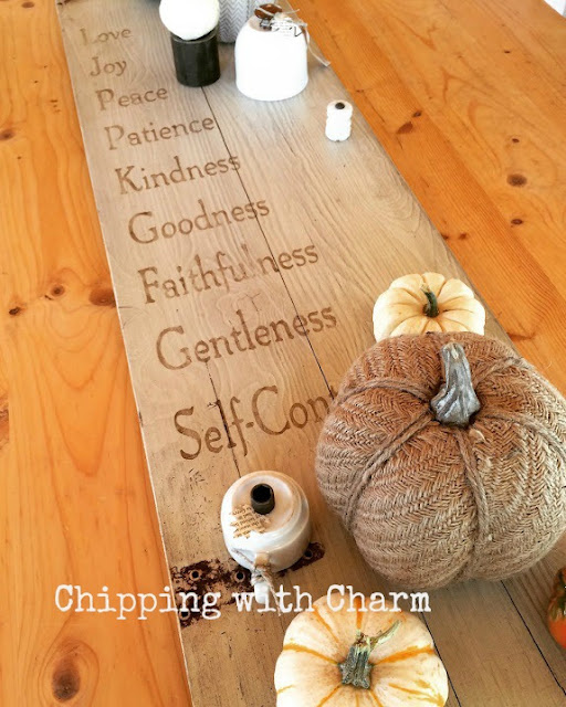Chipping with Charm: Repurposed Sign Centerpiece and Pumpkins www.chippingwithcharm.blogspot.com
