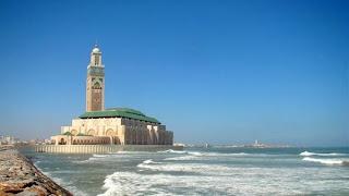 Indahnya Masjid di Atas Laut