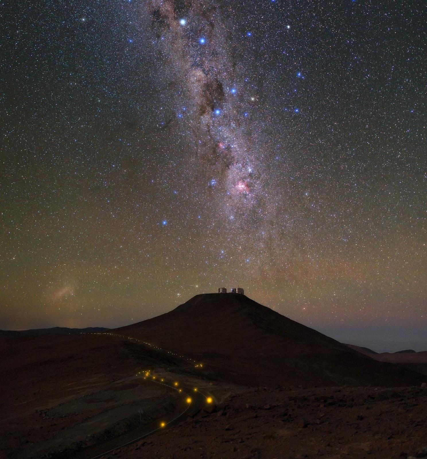 Milky Way Galaxy seen over VLT's four 8.2-metre Unit ...