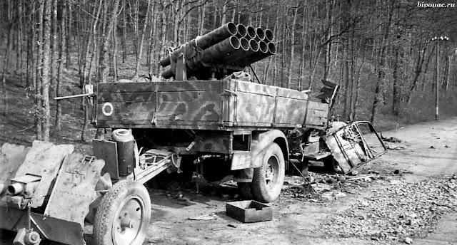 https://2.bp.blogspot.com/-n2sTdkc4z88/XCJBms_s0eI/AAAAAAAAQ7k/3peS9vkCBXwM5aZjeKTYKz82cHMccggbACKgBGAs/s640/le%2B18_Panzerwerfer_42_turned_into_an_Opel_Blitz_truck.jpg