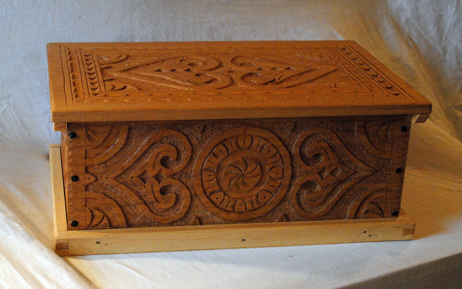 Final Pictures Of The Mahogany Carved Box