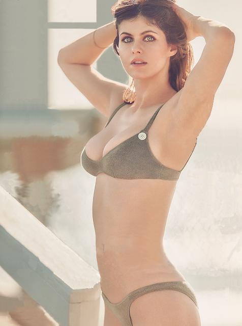 Alexandra Daddario Hot