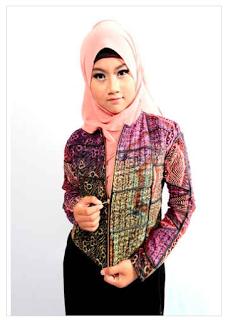 Cardigan Batik Wanita Modern Berjilbab