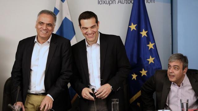 """""""Το θέμα είναι να μην φύγω με φέσι"""": Ο Τσίπρας αστειεύεται για χρέος και…γραβάτα"""