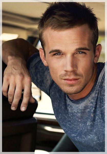 smuk mandlig skuespiller