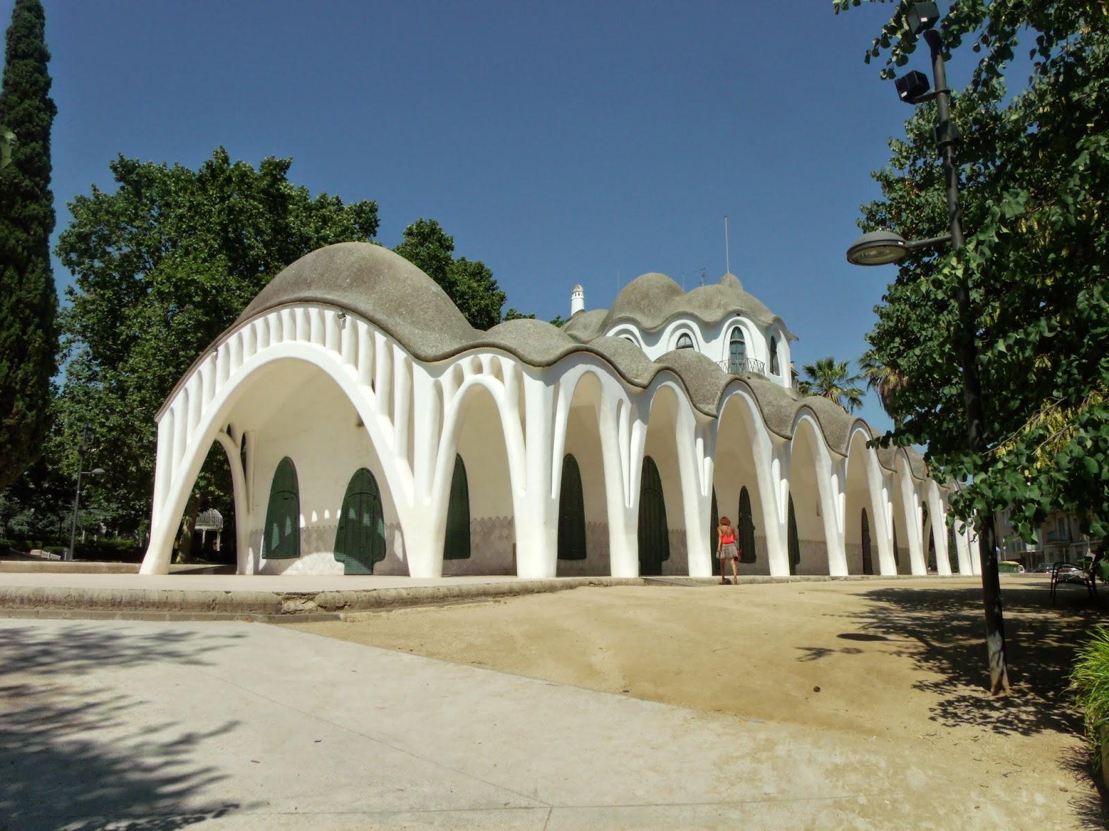 Paseos art nouveau masia freixa parc de sant jordi - Masias en terrassa ...