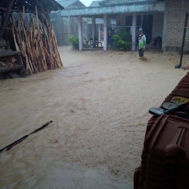 banjir-terjang-sentra-genting
