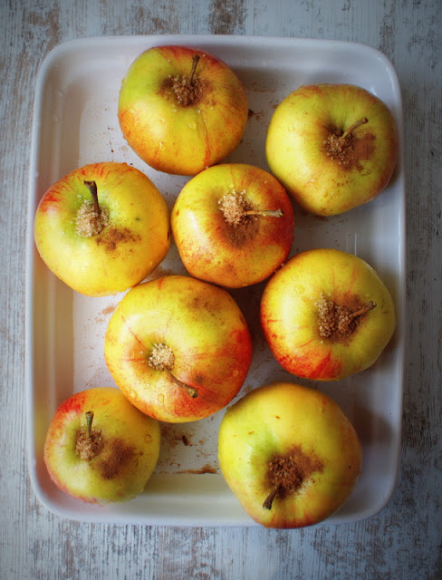 Symbio,pieczone jabłka,migdały,śliwki suszone,żurawina suszona,bakalie,zdrowe słodycze