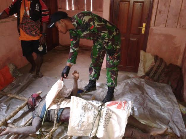 Yonif Raider 509/Kostrad Evakuasi Korban Bencana Banjir