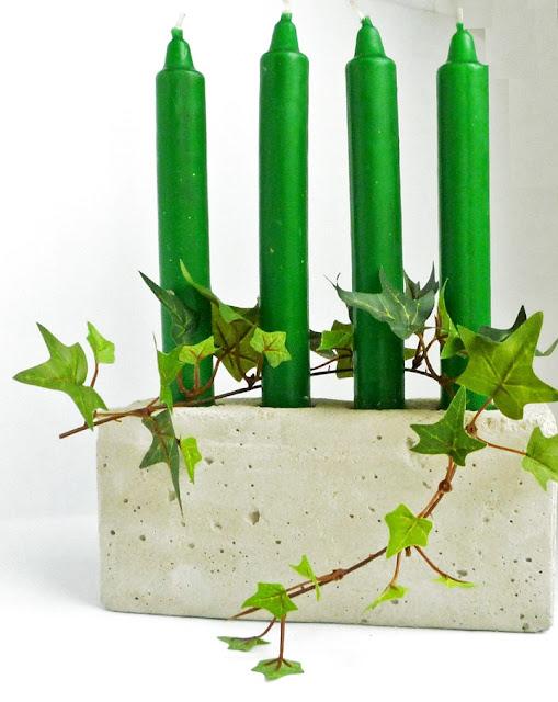 Betonkerzenhalter mit vier Kerzen