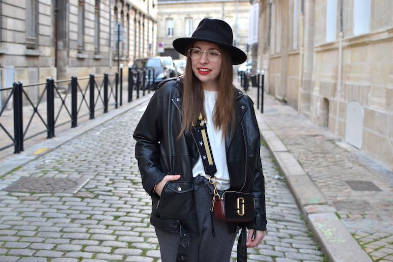 pull banc Wear lemonade, jogging gris Zara, perfecto Monki, sac Marc Jacobs, chapeau BonclicBongenre