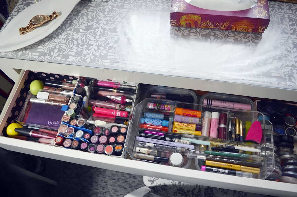 MakeUp Table and Beauty Storage