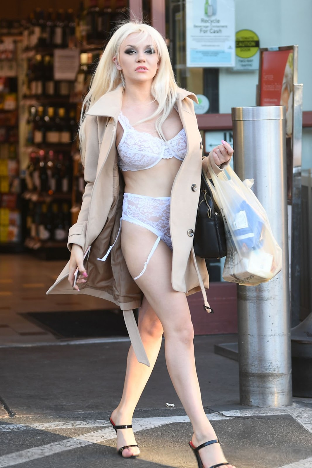 Courtney Stodden - grocery shopping in West Hollywood - 01/25/2019