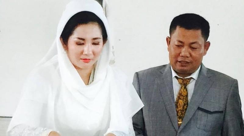 Ahmad Yantenglie dan istrinya, Endang Susilawatie