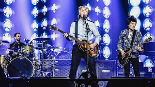 Ringo Joins Macca On Stage In London (video)