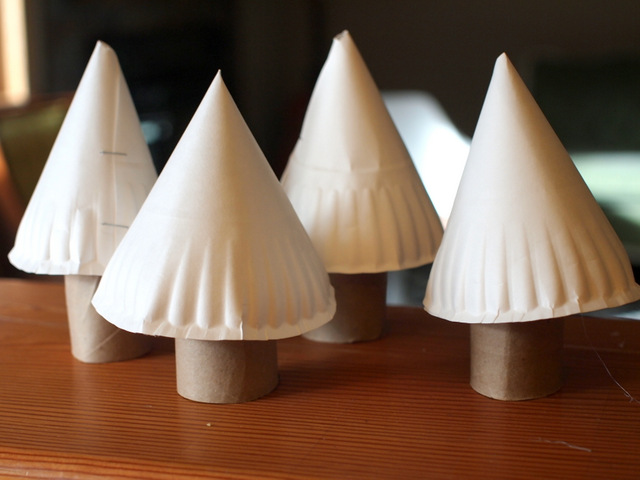 3D paper plate Christmas Trees