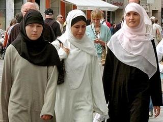 Pria yang Lempar Botol Bir ke Muslimah Didenda Rp 24 Juta