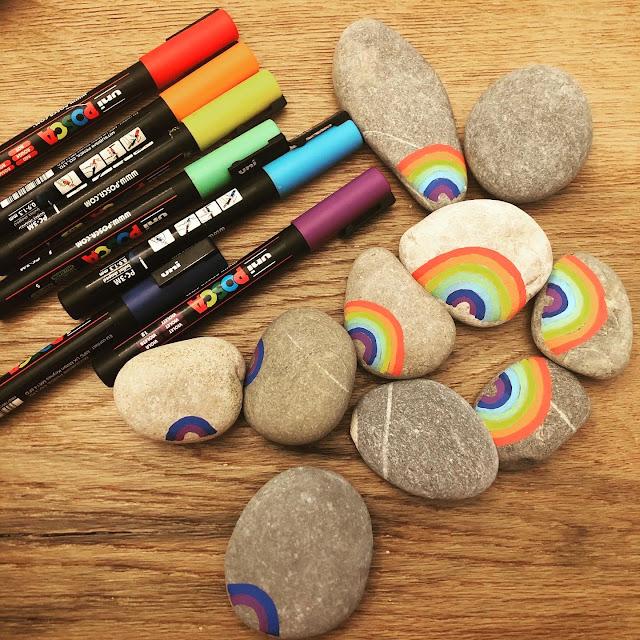 Posca, Rainbow, arco iris contra corona, painted stones, Bleibt gesund