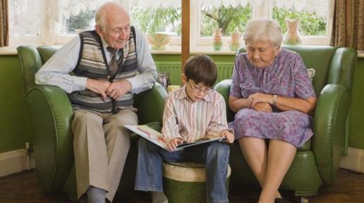 Η εκπληκτική έκθεση ενός 8χρονου για τον παππού και την γιαγιά του που έγινε Viral. Αξίζει να την διαβάστε!