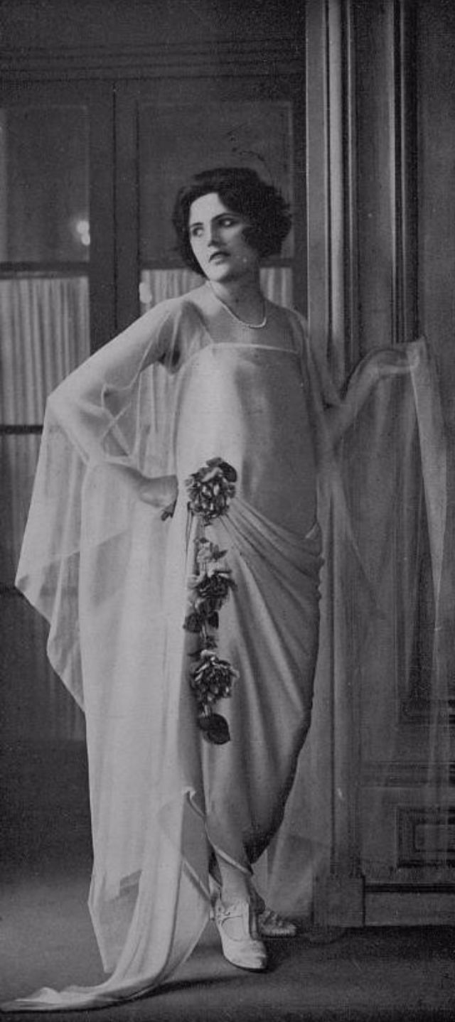 the womens fashion during the 1920s