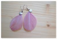 boucles d'oreilles plumes roses et coeur argenté