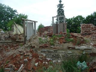 Гнездычев. Кохавино. Руины плебании на месте явления святого образа Божией Матери