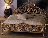 cama tallada en madera