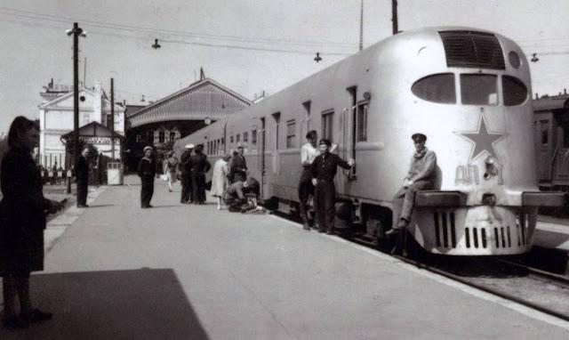 Конец 1940-х годов. Рига. Дизель-поезд ДП-1 на станции Рига-пассажирская.