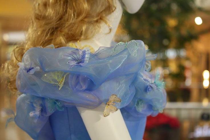 Cinderela Disney (Lilly James) vestido baile detalhe