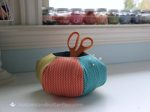 http://www.buttonsandbutterflies.com/2015/11/hexie-caddy-pincushion.html