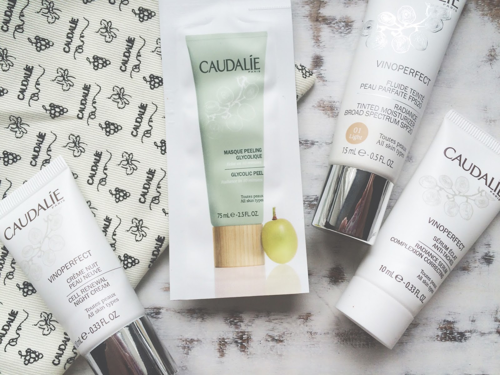 An example of what comes in the Caudalie Vinoperfect box