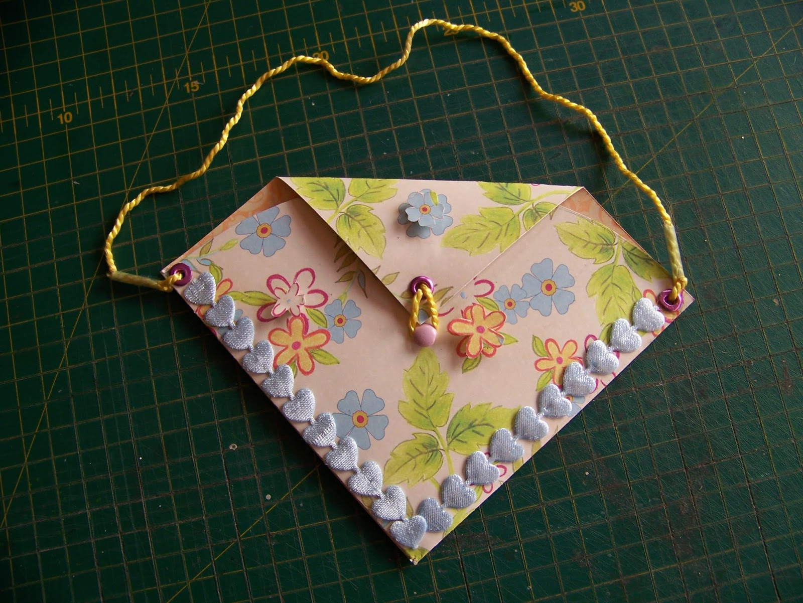 Well Her Aunt Like The Idea And Next Holiday Project Was Born On Spot Let Me Show You How To Make These Cute Easy Paper Handbags
