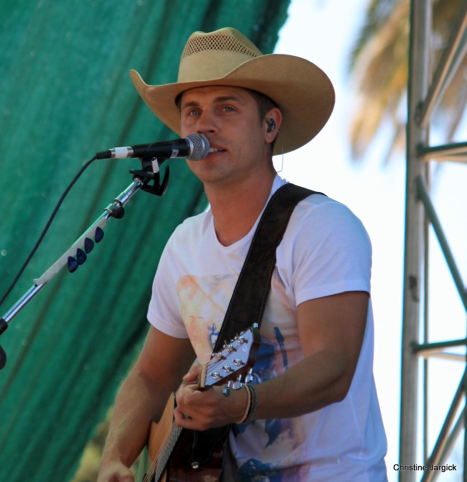 Dustin Lynch: Country Stalkers: Dustin Lynch At The Gilroy Garlic